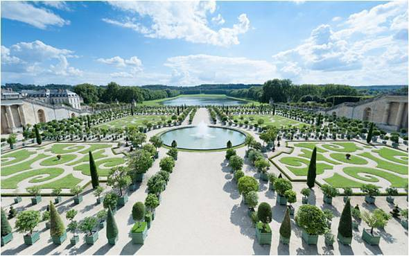 Chateau de Versailles, design laid on the main axis [6]