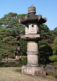 Pedestal lantern at Rikugien, garden  in Bunkyo, Japan[10].